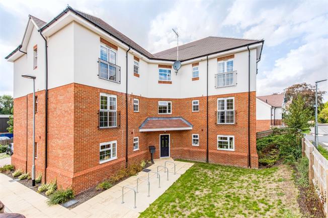 £1,150 per Calendar Month, 2 Bedroom Apartment To Rent in Harpenden, AL5