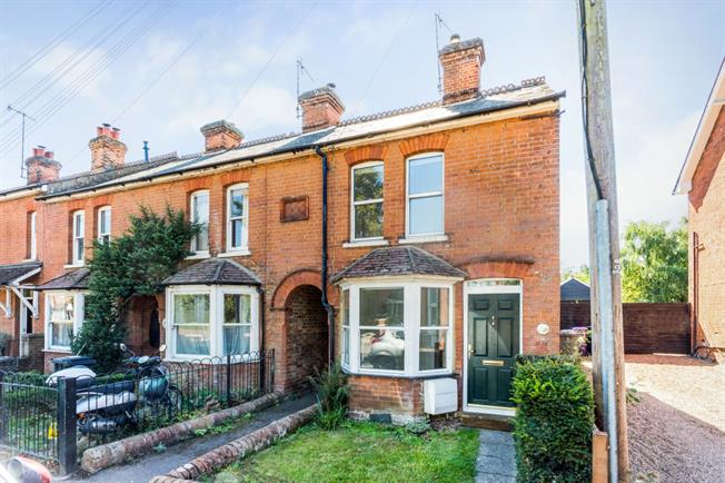 £1,000 per Calendar Month, 2 Bedroom Terraced House To Rent in Hitchin, SG4