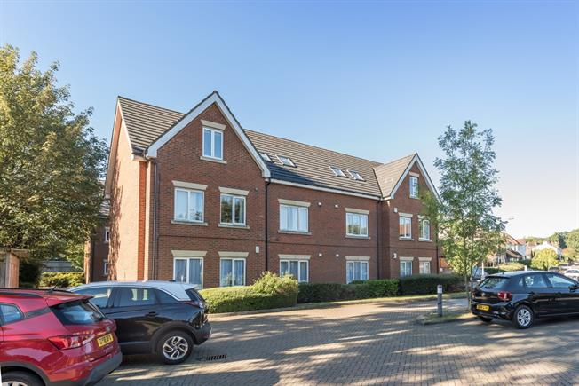 £3,683  per Calendar Month (Calculated), 2 Bedroom Apartment To Rent in Harpenden, AL5