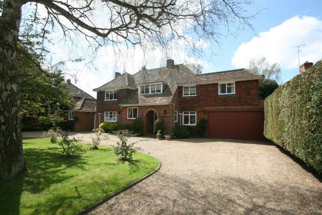 £3,700 per Calendar Month, 5 Bedroom Detached House To Rent in Harpenden, AL5