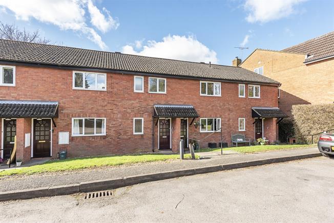 £1,000 per Calendar Month, 2 Bedroom Maisonette To Rent in Harpenden, AL5