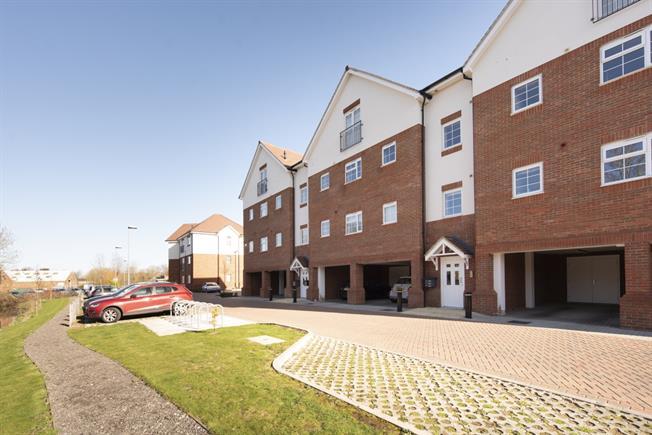 £1,200 per Calendar Month, 2 Bedroom Flat To Rent in Harpenden, AL5