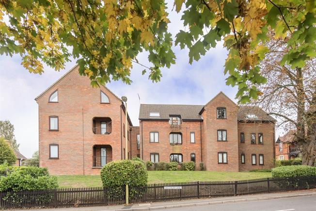 £975 per Calendar Month, 2 Bedroom Apartment To Rent in Harpenden, AL5