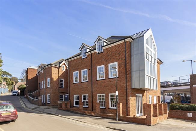 £1,750 per Calendar Month, 2 Bedroom Apartment To Rent in Harpenden, AL5