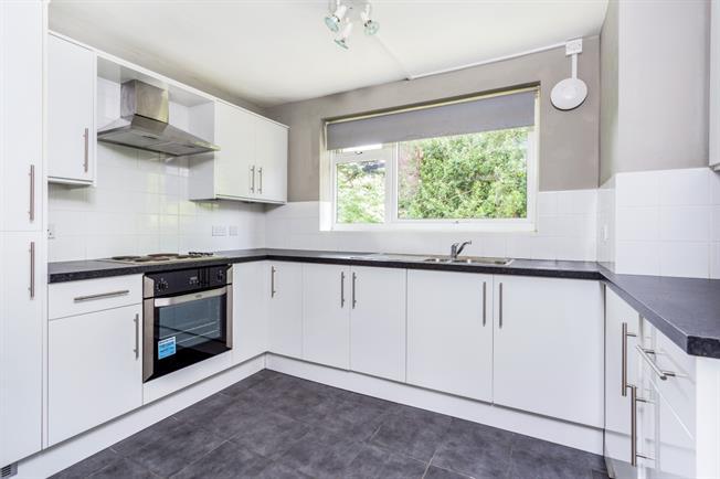 £1,050 per Calendar Month, 2 Bedroom Flat To Rent in Reigate, RH2