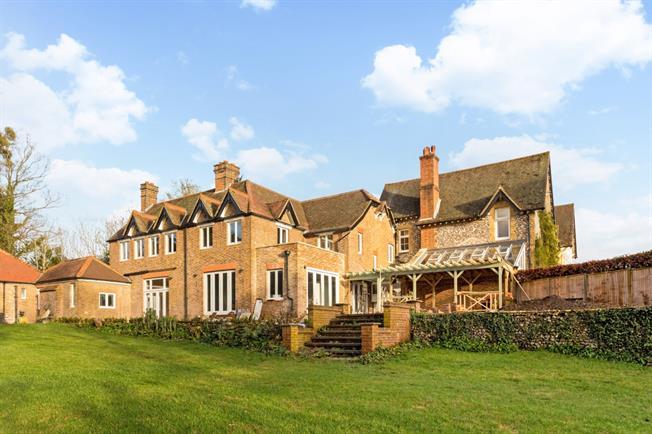 £3,800 per Calendar Month, 5 Bedroom Semi Detached House To Rent in Dorking, RH5