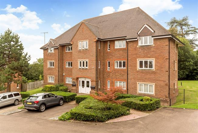 £1,275 per Calendar Month, 2 Bedroom Apartment To Rent in Dorking, RH4
