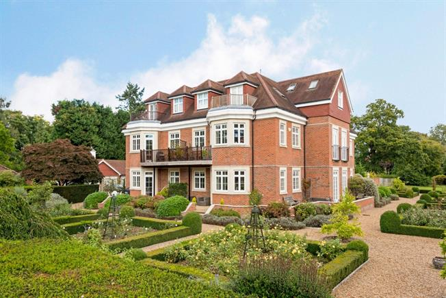 £1,550 per Calendar Month, 2 Bedroom Apartment To Rent in Reigate, RH2