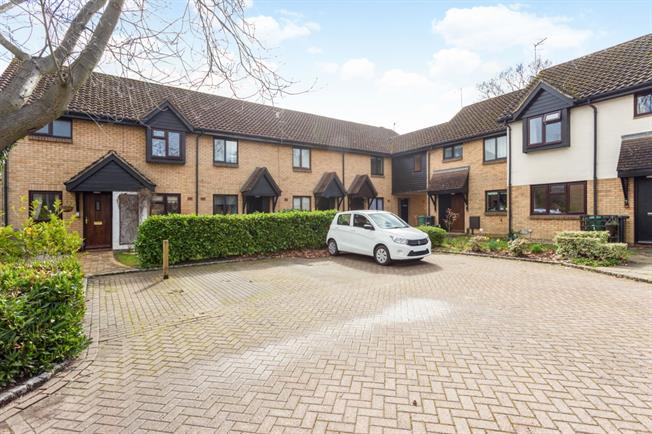 £1,150 per Calendar Month, 3 Bedroom House To Rent in Horley, RH6