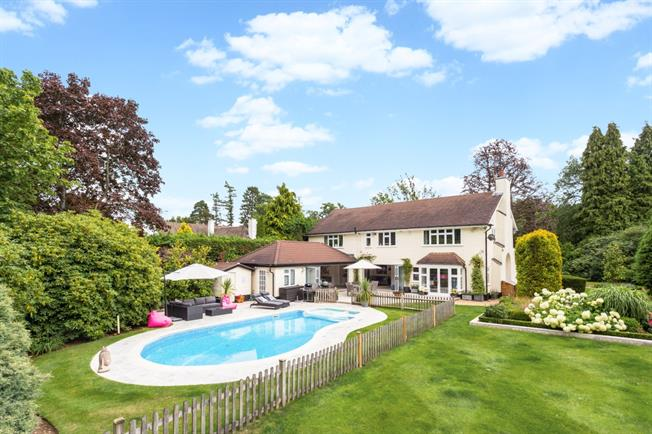 £6,250 per Calendar Month, 5 Bedroom Detached House To Rent in Tadworth, KT20