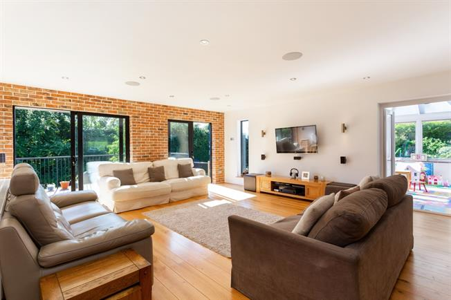 £3,500 per Calendar Month, 4 Bedroom Detached House To Rent in Betchworth, RH3