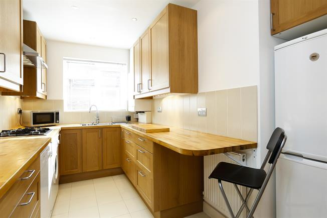 £1,550 per Calendar Month, 2 Bedroom Apartment To Rent in Surbiton, KT6
