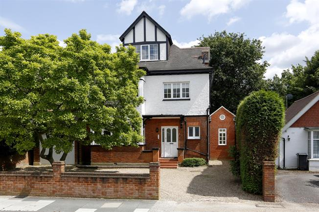 £5,950 per Calendar Month, 5 Bedroom Detached House To Rent in Surbiton, KT6