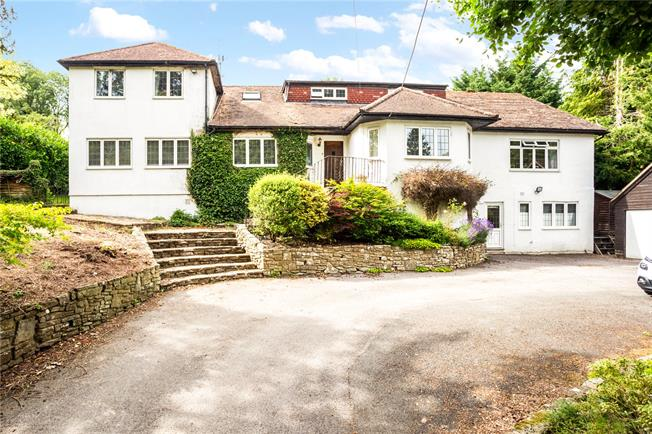 Guide Price £1,150,000, 4 Bedroom Detached House For Sale in Alton, Hampshire, GU34