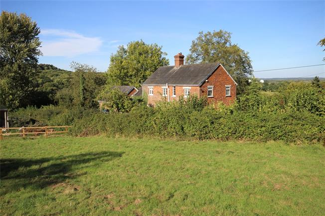 Guide Price £950,000, 4 Bedroom Detached House For Sale in Selborne, GU34