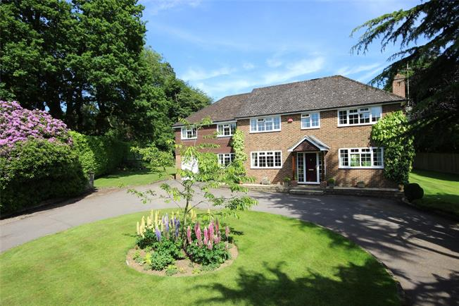 Guide Price £800,000, 6 Bedroom Detached House For Sale in Alton, Hampshire, GU34