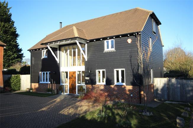 Guide Price £650,000, 4 Bedroom Detached House For Sale in Medstead, Alton, GU34