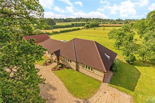 Guide Price £950,000, 3 Bedroom Bungalow For Sale in Bentworth, GU34