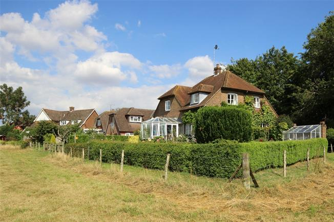 Guide Price £650,000, 3 Bedroom Detached House For Sale in Ellisfield, RG25