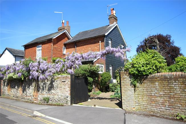 Guide Price £395,000, 2 Bedroom Semi Detached House For Sale in Hampshire, GU34