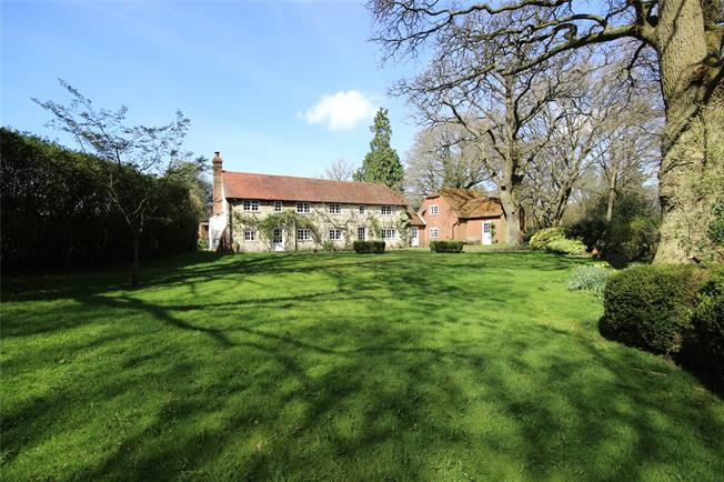 Guide Price £895,000, 5 Bedroom Detached House For Sale in Oakhanger, GU35