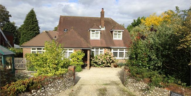 Guide Price £785,000, 4 Bedroom Detached House For Sale in Upper Farringdon, GU34