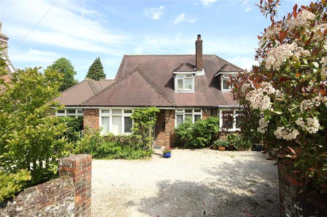 Guide Price £745,000, 4 Bedroom Detached House For Sale in Upper Farringdon, GU34