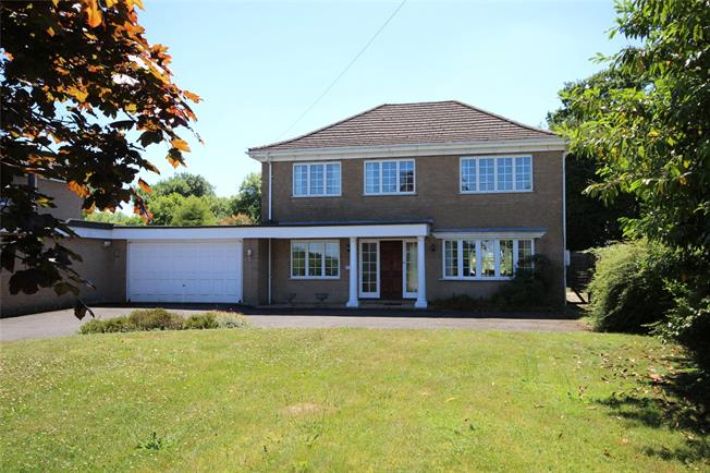 Guide Price £750,000, 4 Bedroom Detached House For Sale in Medstead, GU34