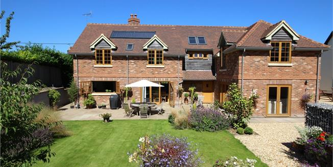 Guide Price £1,075,000, 4 Bedroom Detached House For Sale in Upper Farringdon, GU34