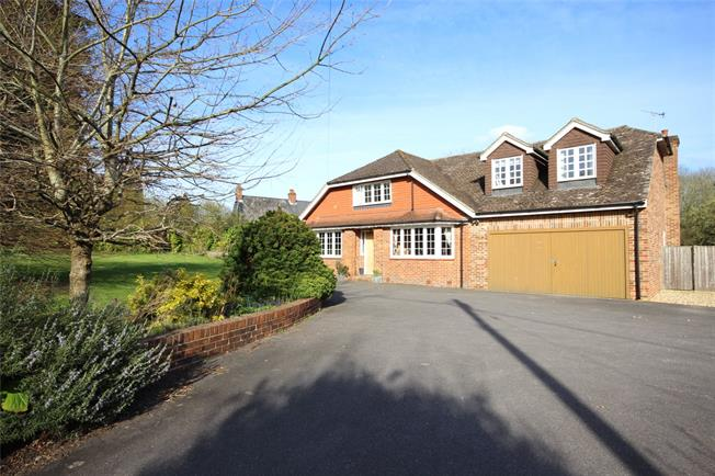 Guide Price £795,000, 5 Bedroom Detached House For Sale in Selborne, GU34