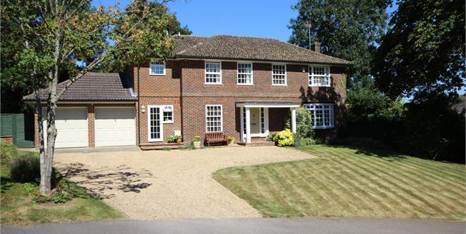 Guide Price £845,000, 4 Bedroom Detached House For Sale in South Warnborough, RG29