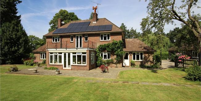 Guide Price £1,125,000, 4 Bedroom Detached House For Sale in Medstead, GU34