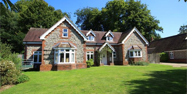 Guide Price £650,000, 4 Bedroom Detached House For Sale in East Tisted, GU34