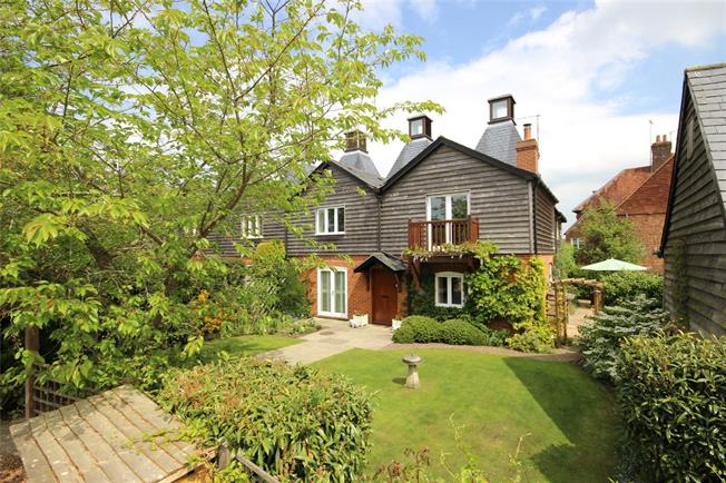 Guide Price £945,000, 4 Bedroom House For Sale in Alton, GU34