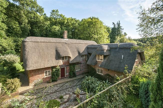 Guide Price £895,000, 4 Bedroom Detached House For Sale in Four Marks, GU34