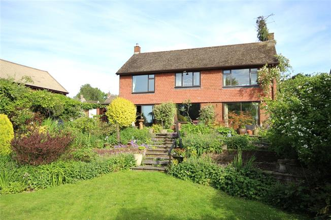 Guide Price £700,000, 3 Bedroom Detached House For Sale in Bentley, GU10