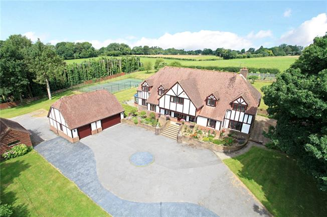 Guide Price £1,325,000, 6 Bedroom Detached House For Sale in Four Marks, GU34
