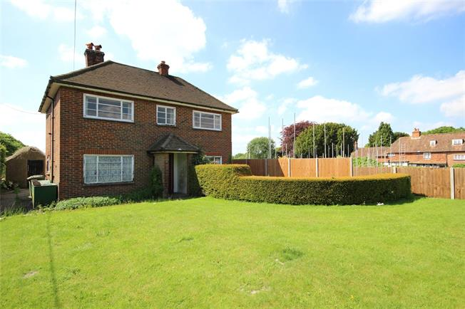 Guide Price £600,000, 3 Bedroom Detached House For Sale in Binsted, GU34