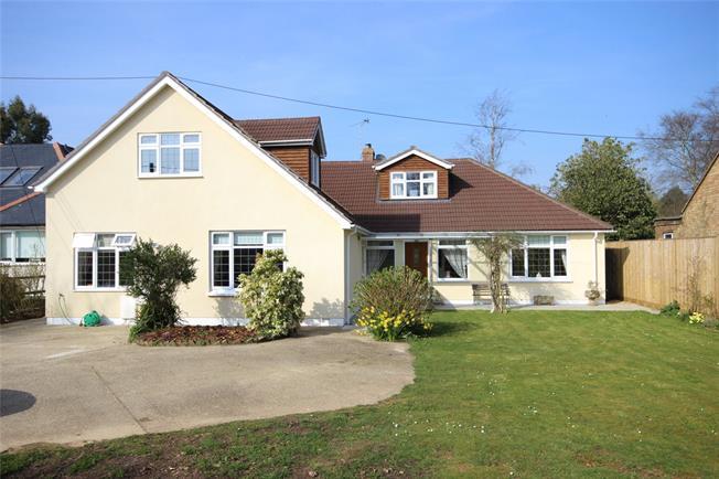 Guide Price £800,000, 5 Bedroom Detached House For Sale in Medstead, GU34