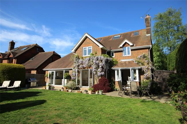 Guide Price £665,000, 5 Bedroom Detached House For Sale in Four Marks, GU34