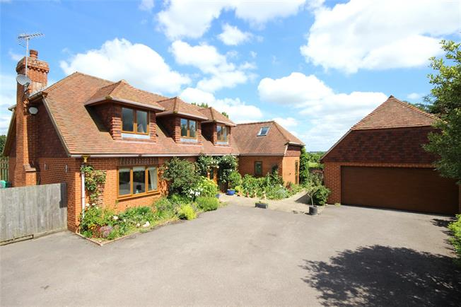 Guide Price £935,000, 4 Bedroom Detached House For Sale in Upper Farringdon, GU34
