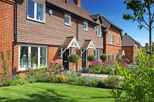 Asking Price £400,000, 2 Bedroom House For Sale in Medstead, Alton, GU34