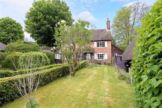 Guide Price £395,000, 3 Bedroom Semi Detached House For Sale in Chawton, GU34