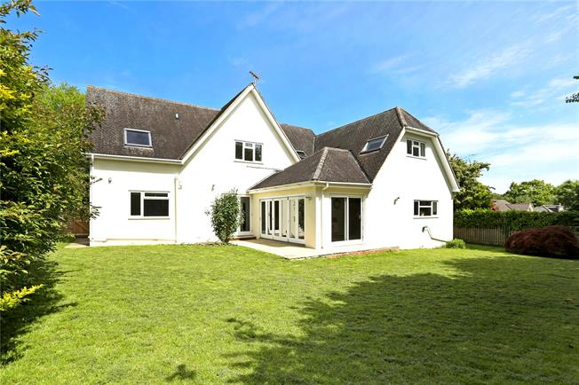 Offers in excess of £700,000, 5 Bedroom Detached House For Sale in Four Marks, GU34