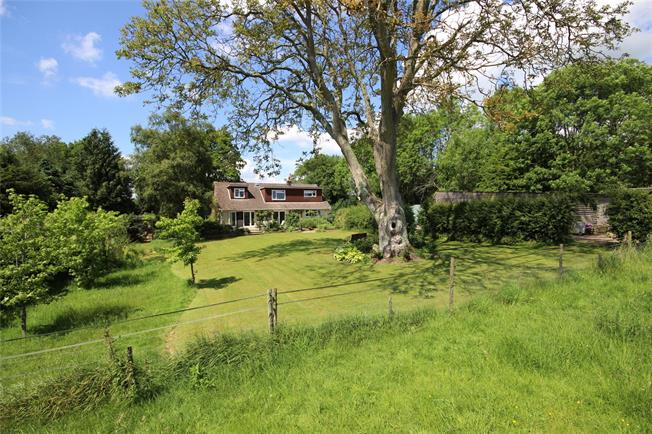 Guide Price £1,000,000, 5 Bedroom Detached House For Sale in Four Marks, GU34