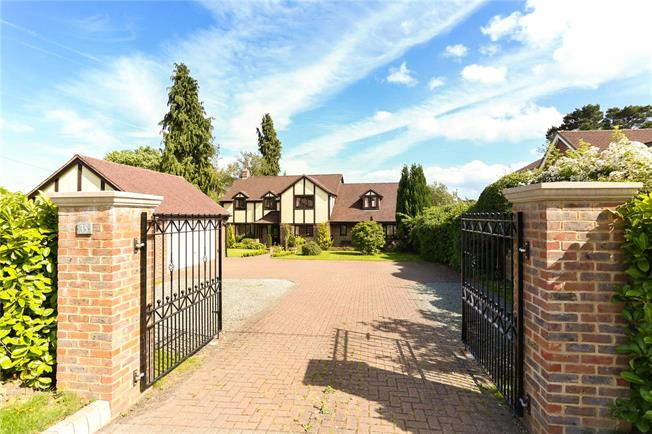 Guide Price £950,000, 5 Bedroom Detached House For Sale in Four Marks, GU34