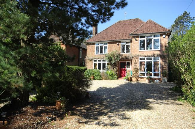 Guide Price £750,000, 4 Bedroom Detached House For Sale in Alton, GU34