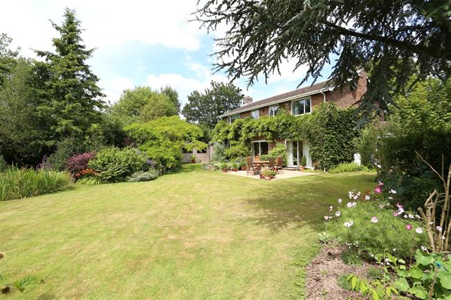 Guide Price £795,000, 5 Bedroom Detached House For Sale in East Worldham, GU34