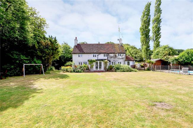 Guide Price £1,050,000, 5 Bedroom Detached House For Sale in Sleaford, GU35