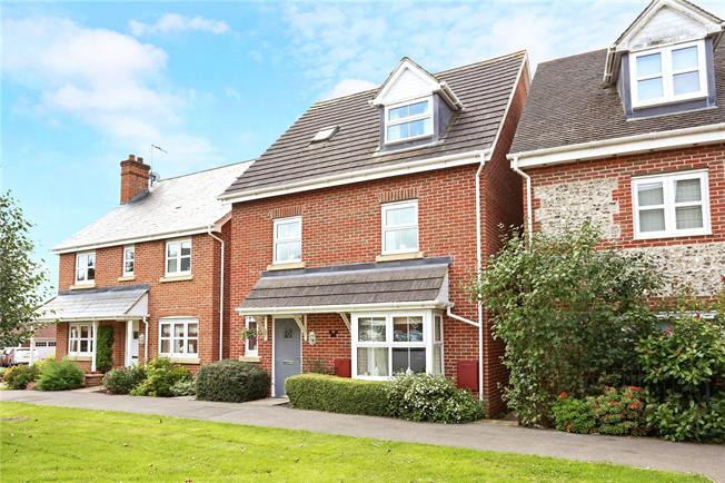 Offers in excess of £450,000, 4 Bedroom Detached House For Sale in Four Marks, GU34